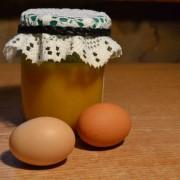 Маска для лица с медом и яйцом