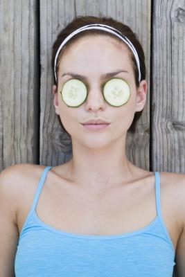 Как справиться с отечностью глаз